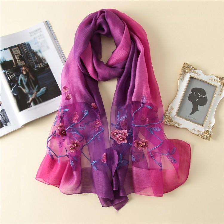 Жіночий шарф шовковий ніжний з квітами