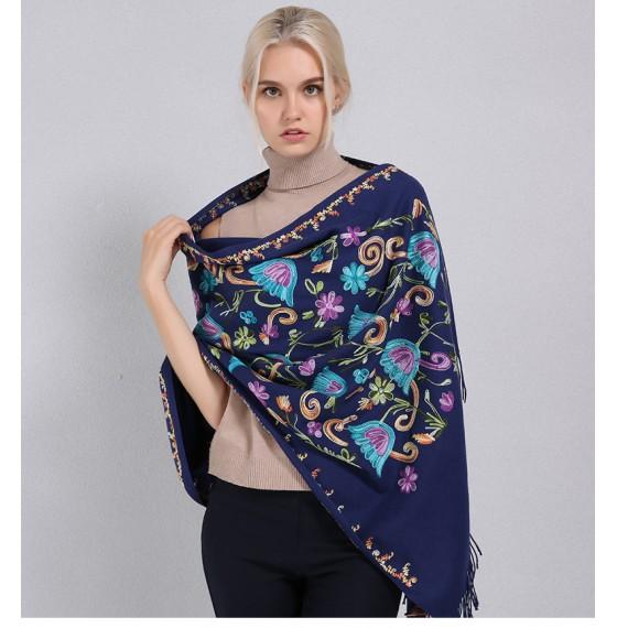 Кашемировый шарф вышитый синий в шелковые цветы