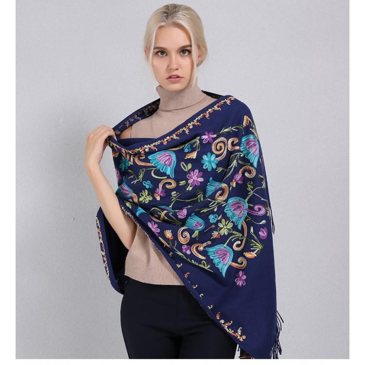 Кашеміровий шарф вишитий синій у шовкові квіти