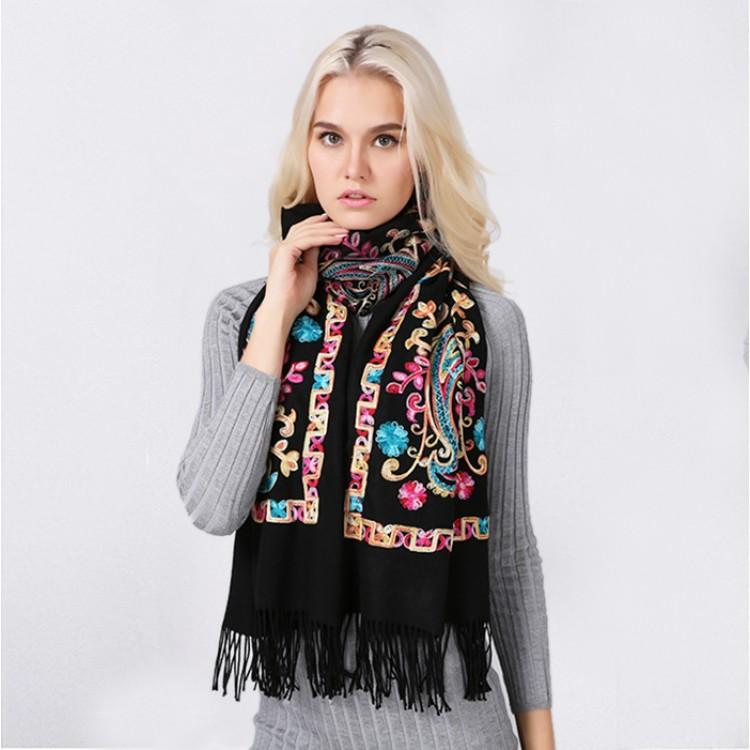 Кашеміровий шарф чорний з вишивкою непальською