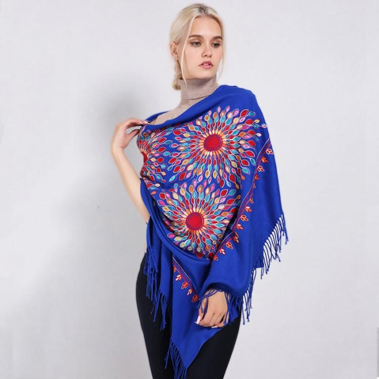 Кашеміровий шарф синій з шовковою вишивкою