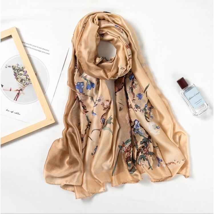 Жіночий шарф шовковий бежевий з квітами