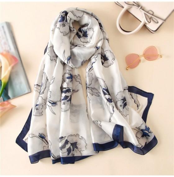 Шовковий шарф білий ніжний