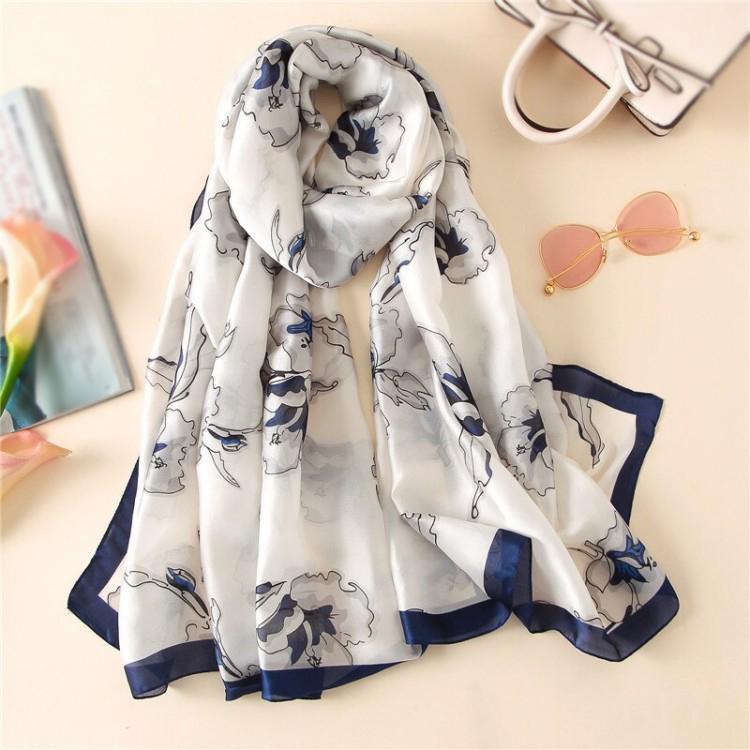 Шовковий шарф жіночий білий ошатний