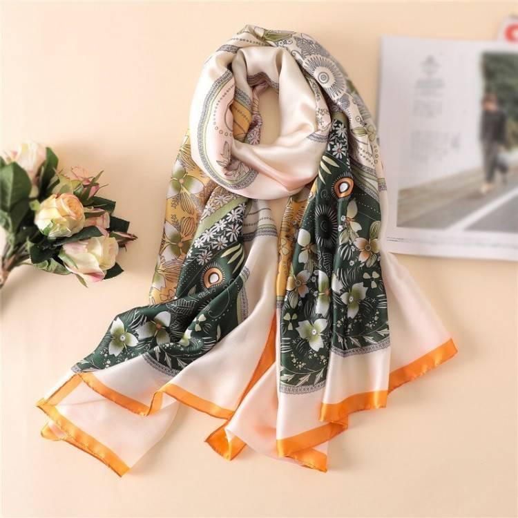 Шовковий шарф жіночий щасливий