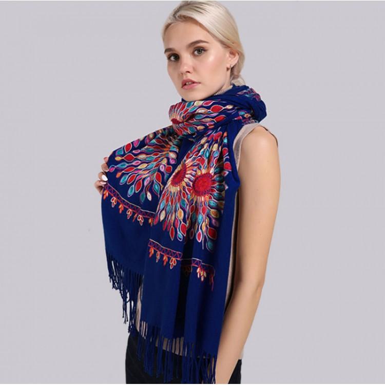 Жіночий шарф кашеміровий темно-синій вишивкою