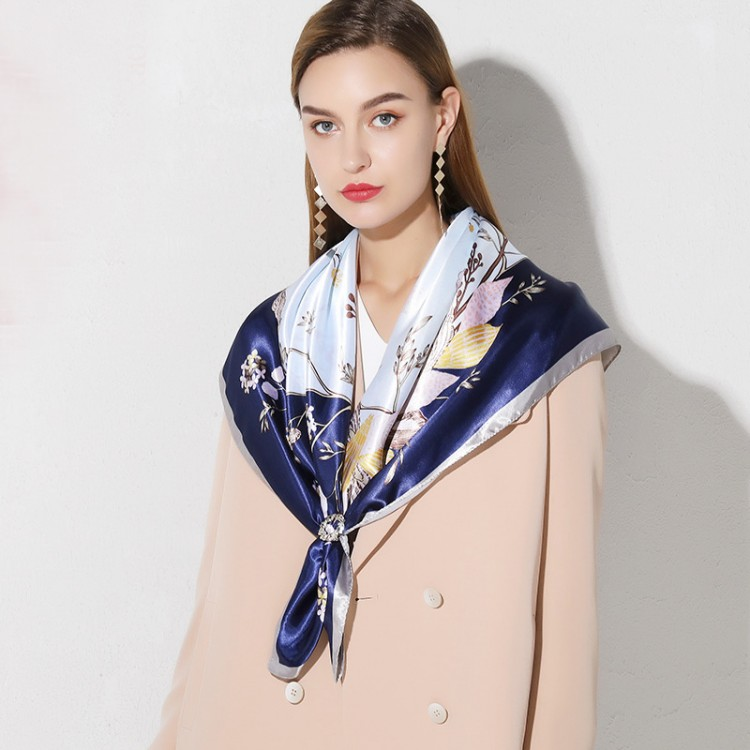 Жіноча шовкова хустка з мушлями атласна