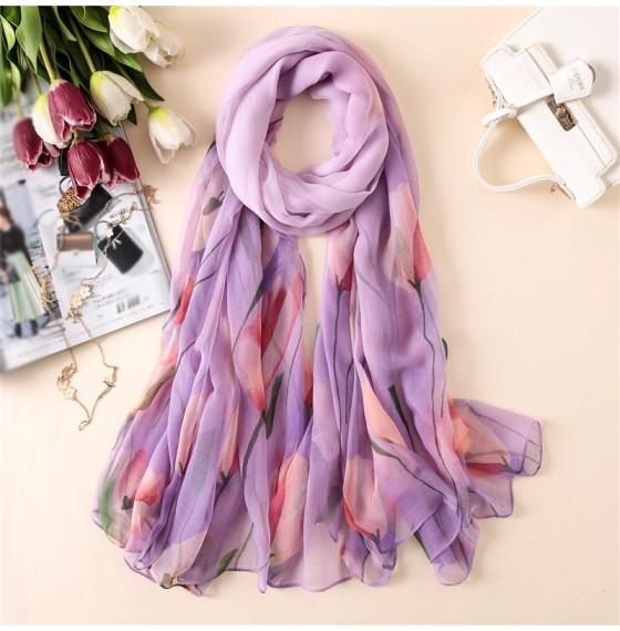 Жіночий шарф ніжний літній з тюльпанами
