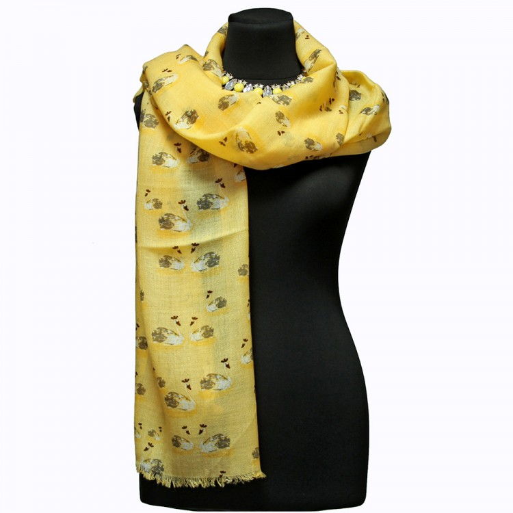 Шерстяной шарф с лебедями