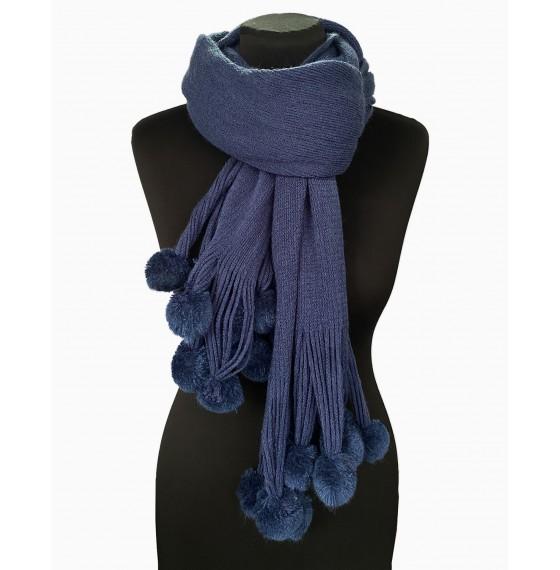 В'язаний шарф з помпонами