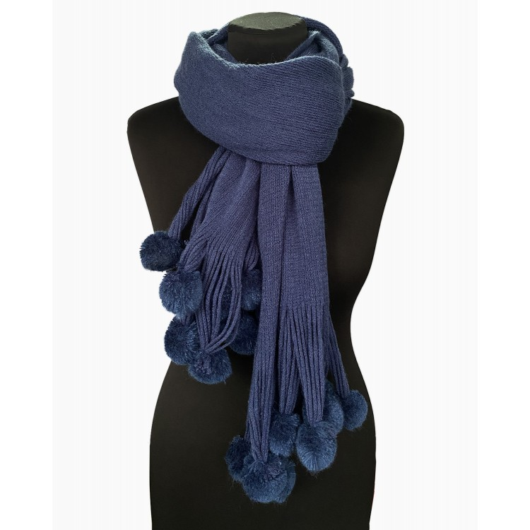 Жіночий в'язаний шарф з помпонами вовняний на шию
