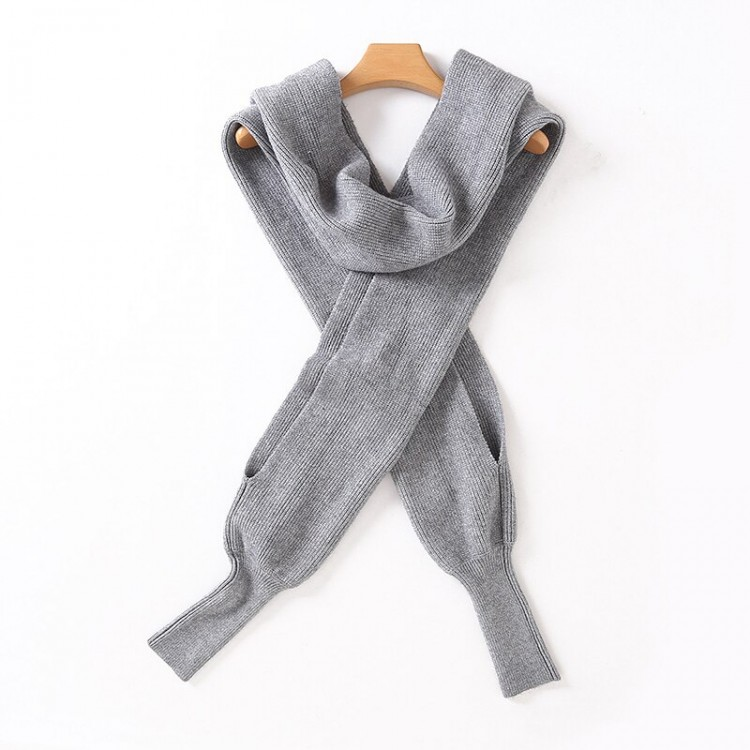 Женский шарф с рукавами
