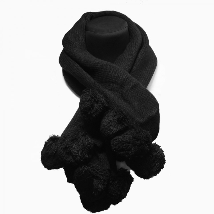 Вязаный шарф с помпонами черный