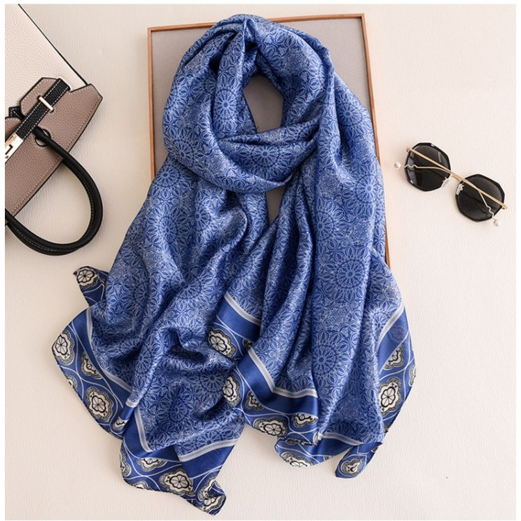 Шовковий шарф жіночий в стилі бохо