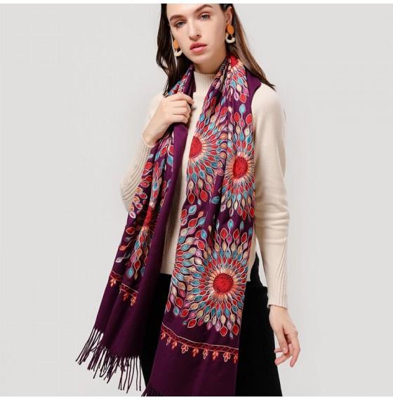 Жіночий шарф-палантин кашеміровий бузковий з вишивкою
