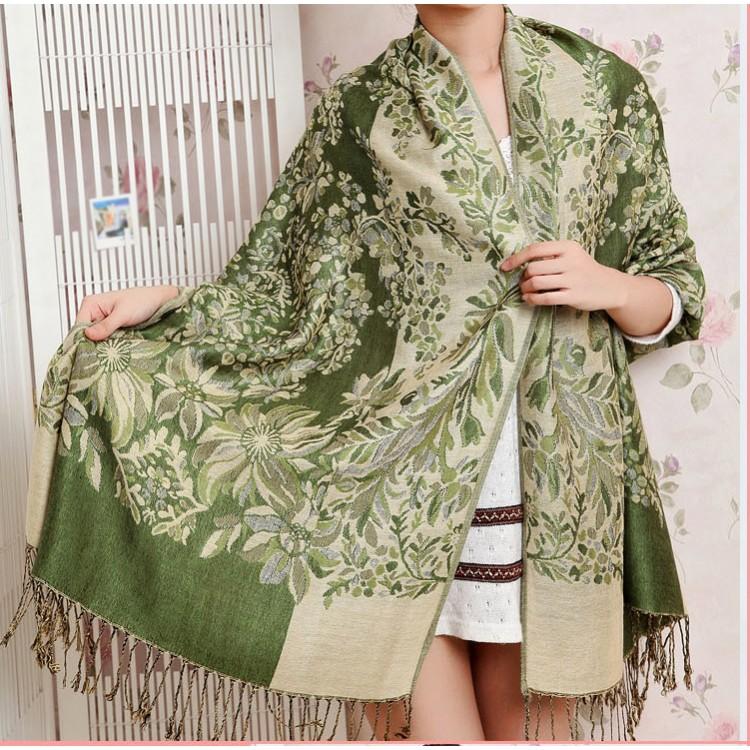 Шарф палантин с цветами зеленый