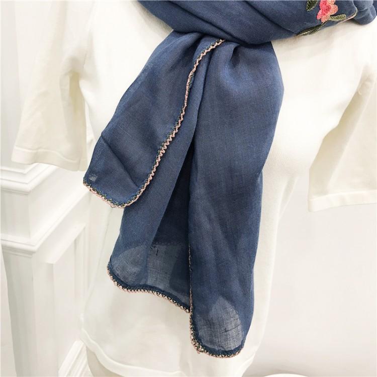 Шарф палантин вышитый джинсовый