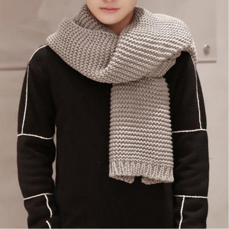Вязаный шарф серый однотонный