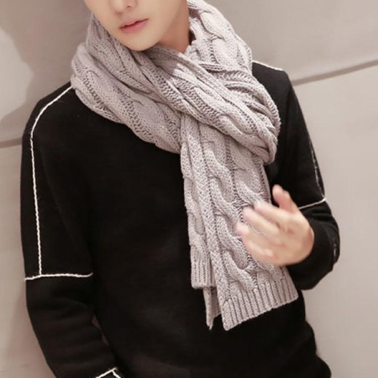 Вязаный шарф серый косичкой