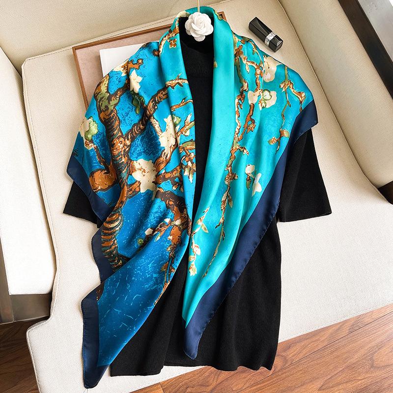 Блакитна шовкова хустка жіноча