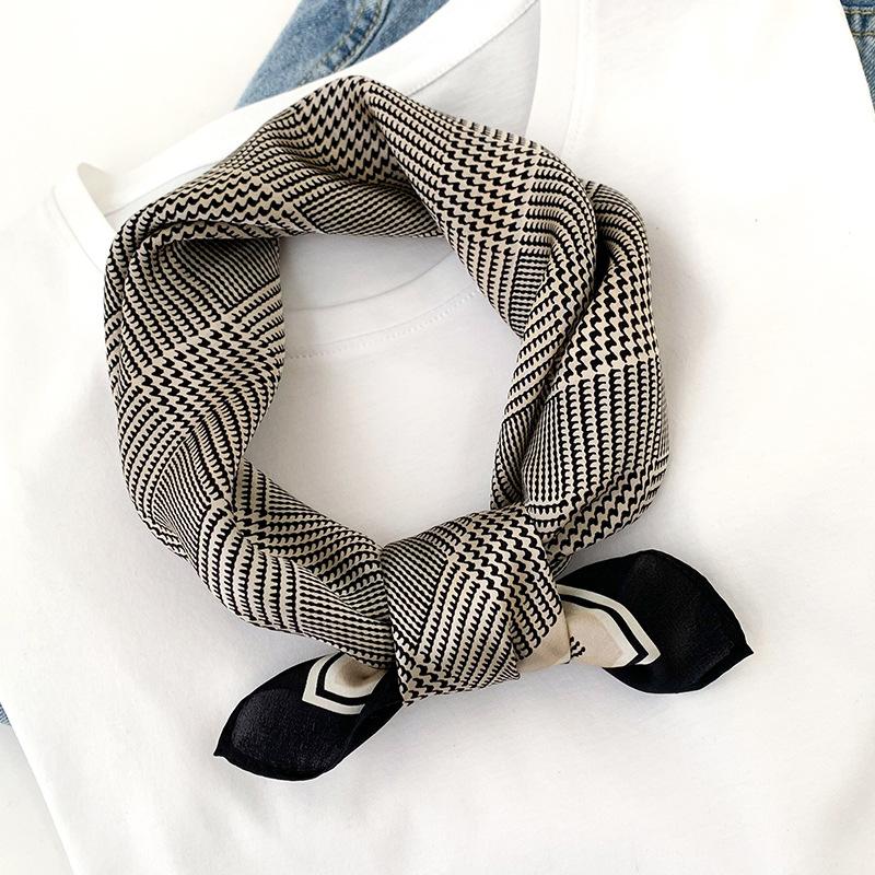 Жіноча шовкова хустка на шию чорно-біла